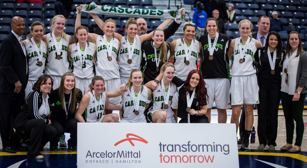 Sarah Wierks (back row, fourth from right) was part of the Cascades' CIS bronze medal-winning squad in 2013-14.