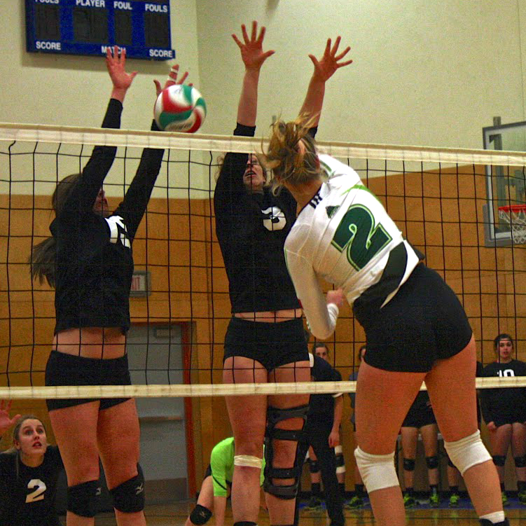 women s volleyballers drop three set decision to avalanche ufv cascades. Black Bedroom Furniture Sets. Home Design Ideas