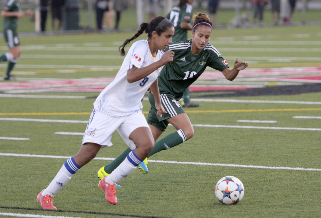 UFV's Harman Billen (right) closes in on UBC's Jasmin Dhanda on Saturday evening.