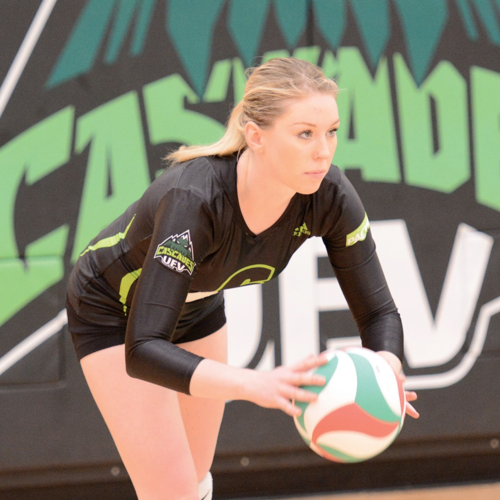 Nicole Blandford and the Cascades had a strong second set, but ultimately fell in four to the VIU Mariners on Saturday.