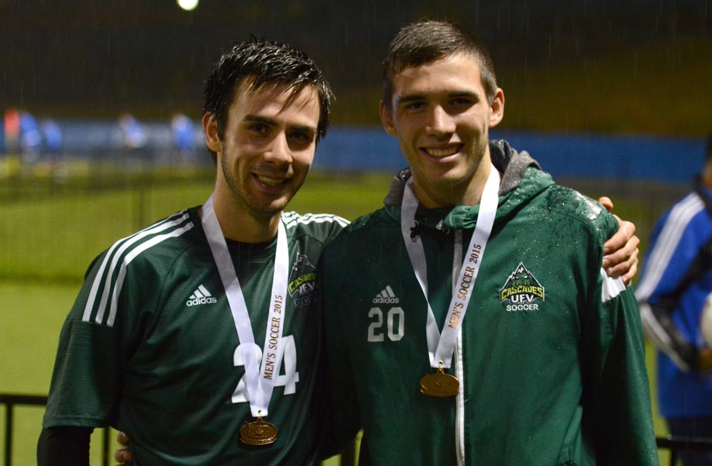 The Byrne brothers, Kree and Tammer, pose with their bronze medals.