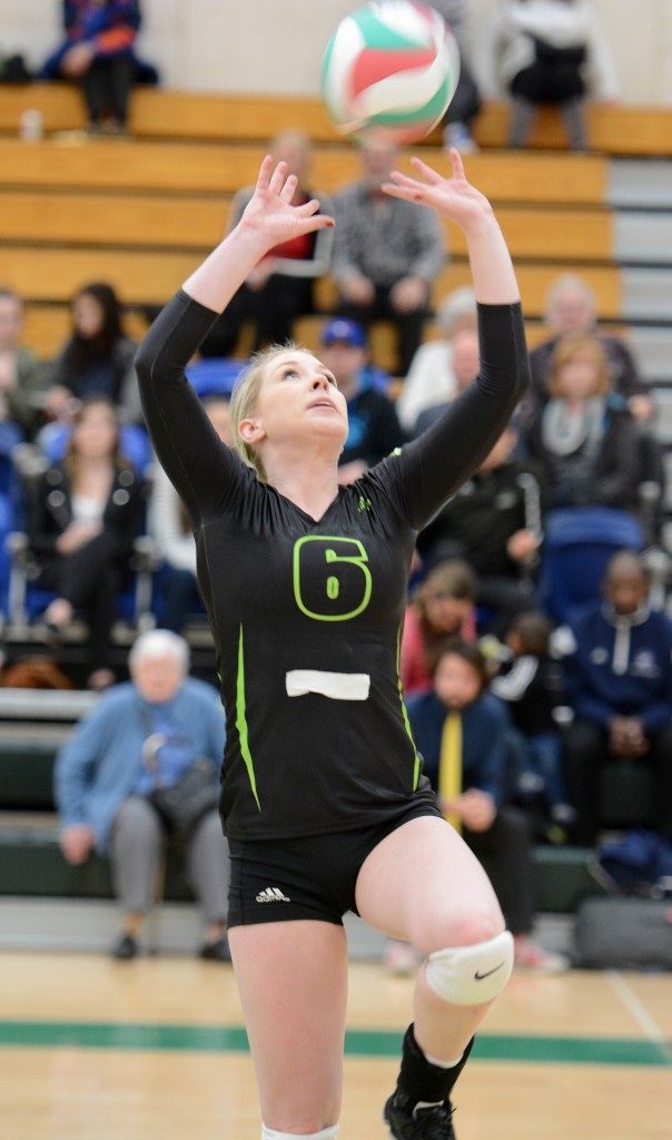 Cascades setter Nicole Blandford distributes the ball on Saturday.