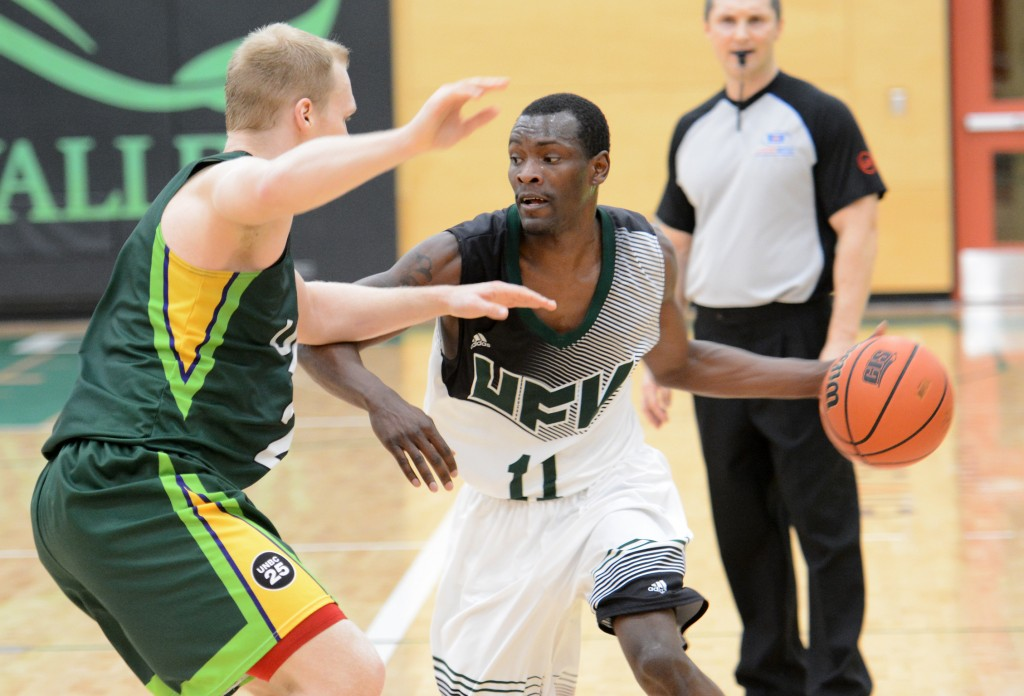 Kevon Parchment had another double-double for the Cascades on Friday, posting 16 points and 12 boards.