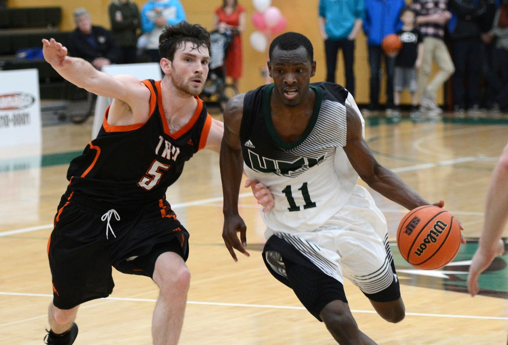 Kevon Parchment poured in a game-high 33 points as the Cascades upset the CIS No. 9-ranked Thompson Rivers WolfPack on Friday.