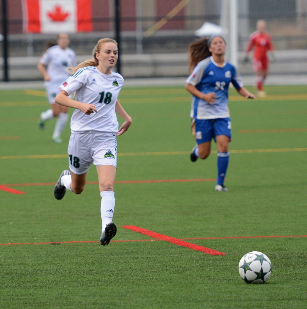Amanda Carruthers scored twice for the Cascades, but the UBC Thunderbirds rallied for a 2-2 tie.